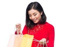 Portret van een mooie Aziatische vrouw op traditionele festivalkosten Stock Afbeeldingen