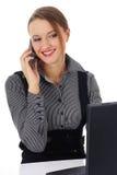 Portret van een mooie bedrijfsvrouw die werkt aan Stock Afbeelding