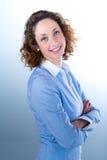 Portret van een mooie bedrijfsvrouw op licht backg Royalty-vrije Stock Afbeeldingen
