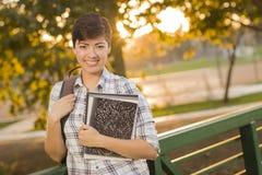 Portret van een Mooie Gemengde Ras Vrouwelijke Student Holding Books Royalty-vrije Stock Fotografie