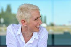 Portret van een mooie glimlachende bedrijfsvrouw Royalty-vrije Stock Foto