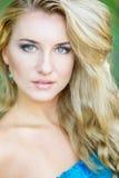Portret van een mooie jonge blonde vrouw Stock Afbeelding