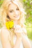 Portret van een mooie jonge blondevrouw Stock Foto
