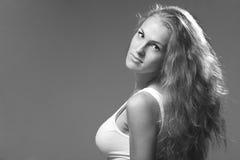 Portret van een mooie jonge dame stock afbeeldingen