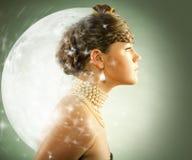 Portret van een mooie jonge luxevrouw Stock Foto