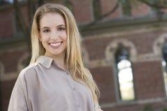 Portret van een mooie jonge vrouw Stock Foto's