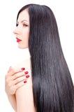 Portret van een mooie jonge vrouw met verzorgd lang recht haar Stock Foto