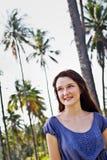 Portret van een mooie jonge vrouw openlucht Stock Afbeeldingen