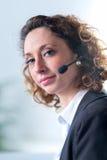 Portret van een mooie jonge vrouwensecretaresse op het werk Royalty-vrije Stock Foto's