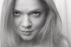 Portret van een mooie meisjesclose-up Welsprekende ogen royalty-vrije stock fotografie