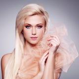 Portret van een mooie sensuele blondevrouw. stock afbeeldingen