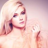 Portret van een mooie sensuele blondevrouw stock afbeeldingen