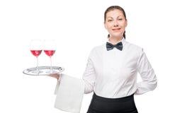 portret van een mooie serveerster met twee glazen rode wijn Royalty-vrije Stock Foto's