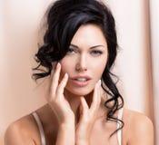 Portret van een mooie sexy tedere vrouw met creatieve hairstyl royalty-vrije stock afbeeldingen