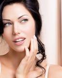 Portret van een mooie sexy tedere vrouw met creatieve hairstyl royalty-vrije stock foto