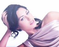 Portret van een mooie sexy tedere vrouw met creatieve hairstyl Royalty-vrije Stock Foto's