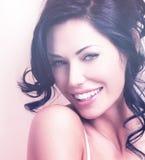 Portret van een mooie sexy tedere vrouw met creatieve hairstyl Stock Foto's