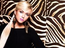 Mooie sexy vrouw met maniermake-up op gezicht Royalty-vrije Stock Afbeeldingen