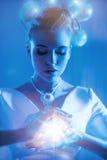 Portret van een mooie vrouw die een tovenaar zijn stock foto's