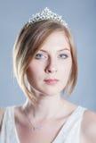 Portret van een mooie vrouw in een diadeem Stock Afbeelding