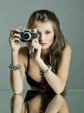 Portret van een mooie vrouw met juwelen Stock Fotografie
