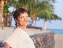 Portret van een mooie vrouw op middelbare leeftijd Stock Foto