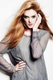 Portret van een mooie vrouw in studio op witte achtergrond, concept schoonheid en gezondheid Royalty-vrije Stock Afbeeldingen