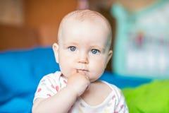 Portret van een nadenkende baby Stock Foto