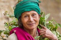 Portret van een niet geïdentificeerde vrouw in Darjeeling, India Stock Foto's