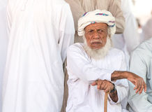 Portret van een Omani mens in een traditionele Omani kleding Nizwa, Oman - 15/OCT/2016 Stock Foto