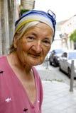 Portret van een oude dame op de straten van Armenië royalty-vrije stock foto's