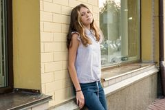Portret van een oude tiener 13-14 jaar Stock Foto