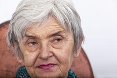 Portret van een oude vrouw royalty-vrije stock afbeelding