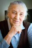 Portret van een oude vrouw stock afbeeldingen