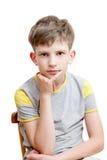 Portret van een peinzende jongen Stock Foto's