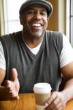 Portret van een rijpe Afrikaanse Amerikaanse mens royalty-vrije stock afbeeldingen