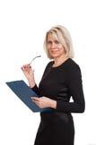 Portret van een rijpe bedrijfsvrouw met in hand documenten Royalty-vrije Stock Afbeelding