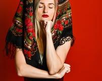 Portret van een schitterende elegante dromerige blondeschoonheid royalty-vrije stock foto's