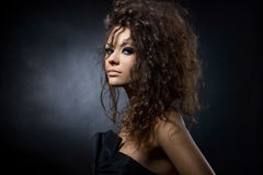 Portret van een schitterende jonge vrouw Royalty-vrije Stock Foto's