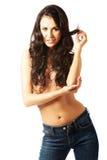 Portret van een shirtless vrouw die in jeans fascineren Stock Afbeelding
