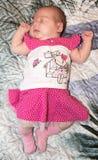 Portret van een Slaap Pasgeboren Meisje Stock Afbeelding