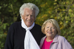 Portret van een spontaan hoger paar die van hun pensionering uit genieten Stock Afbeeldingen