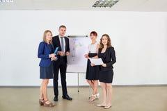 Portret van een team van bedrijfsmensen op de vergadering, bespreking Stock Foto