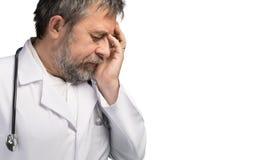 Portret van een vermoeide arts stock afbeelding