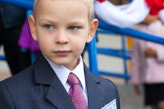 Portret van een vermoeide schooljongen Stock Foto