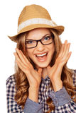 Portret van een verrast jong model in een hoed en glazen met mo stock foto