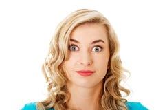 Portret van een verraste vrouw met grote ogen royalty-vrije stock foto's
