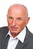 Portret van een vriendschappelijke oudere mens Stock Foto's