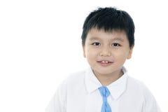 Portret van een vrolijke elementaire schooljongen Stock Afbeelding