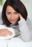 Vrouw bij bedtijd Royalty-vrije Stock Foto's